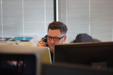 ビジネス英語(電話編):電話会議で使える簡単な例文やフレーズ(確認/休憩/アピールetc)