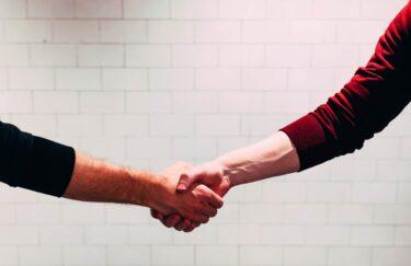 ビジネス英語(営業編):交渉で条件を緩和して欲しいときの言い回し(例文・フレーズ付き)
