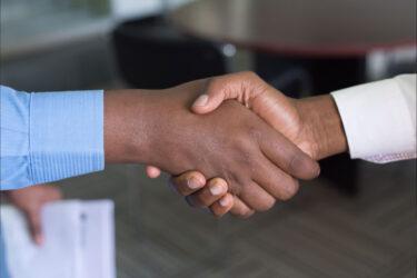 ビジネス英語(挨拶編):英語挨拶の基本!シーン別で使える例文・フレーズ