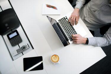 ビジネス英語(電話編):電話の「切り方」次第で好印象!すぐに使える例文やフレーズを紹介